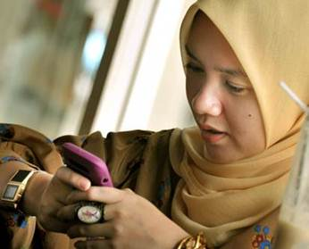 Indonesians at ease with e-money services
