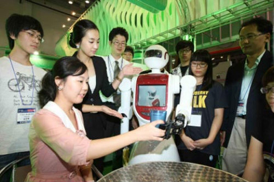 Korea needs to focus on developing service robots